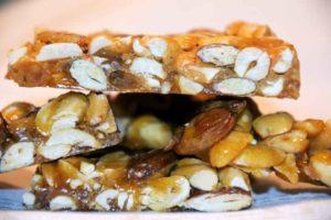 Шоколад с орешками