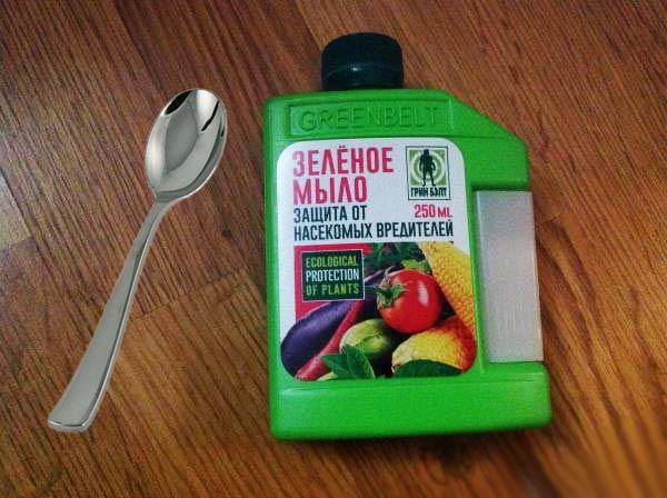 Зеленое мыло от болезней и вредителей и столовая ложка