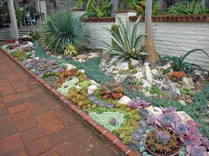 Каменная роза в ландшафтном дизайне- украшение двора