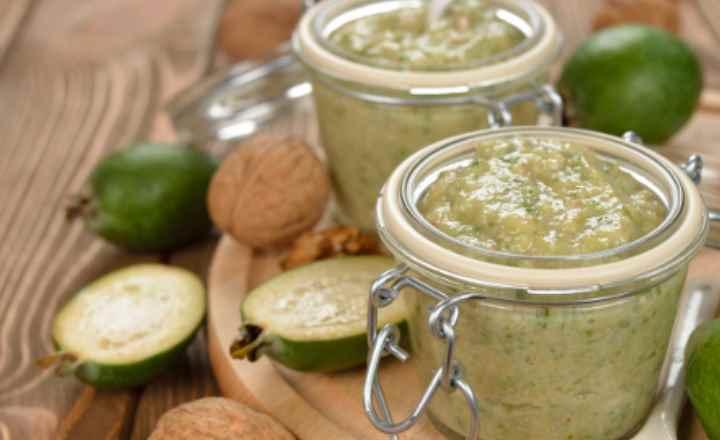 Витамин С. Защищает организм от простудных заболеваний;