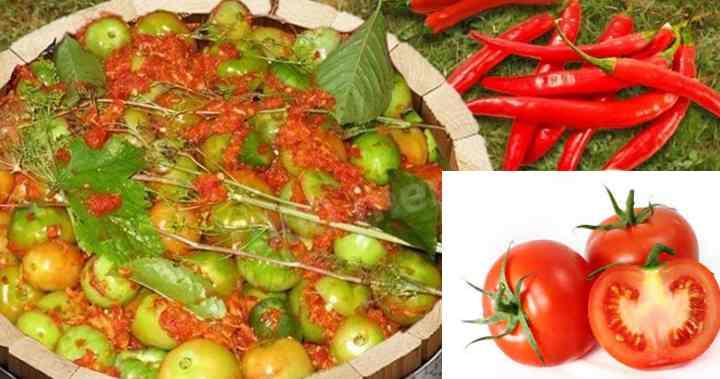 Тщательно промываем томаты